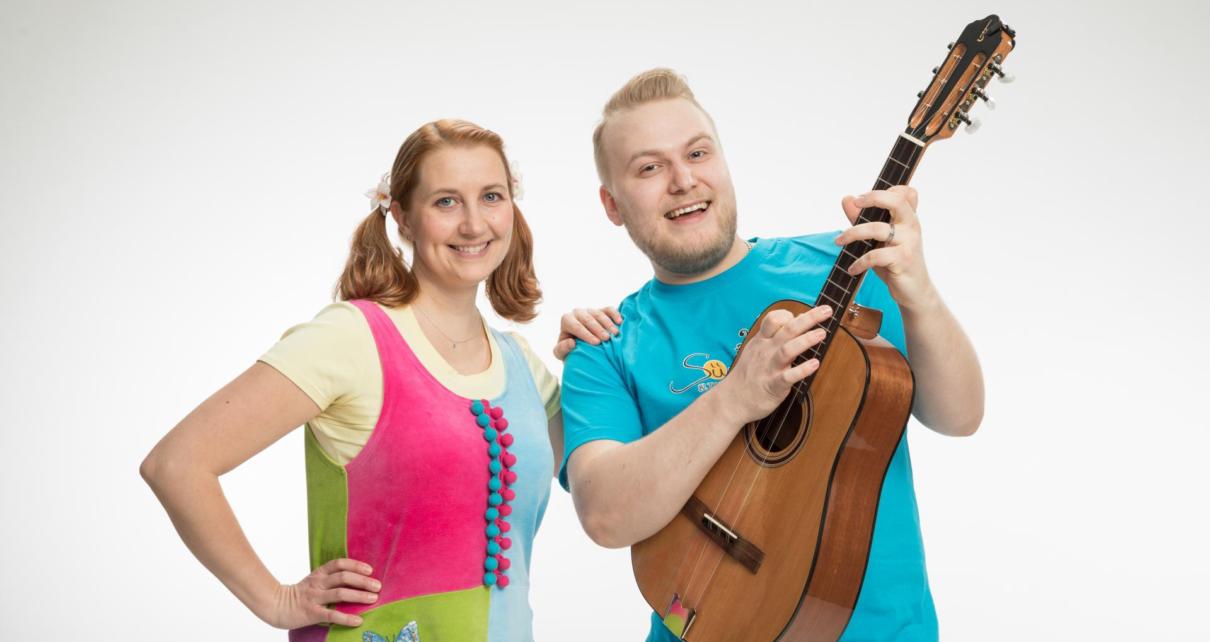 Siina & Taikaradio Duo esiintyy Pitäjänmäki-päivillä 1 syyskuuta kirjaston edessä klo 12.30 - 13.30