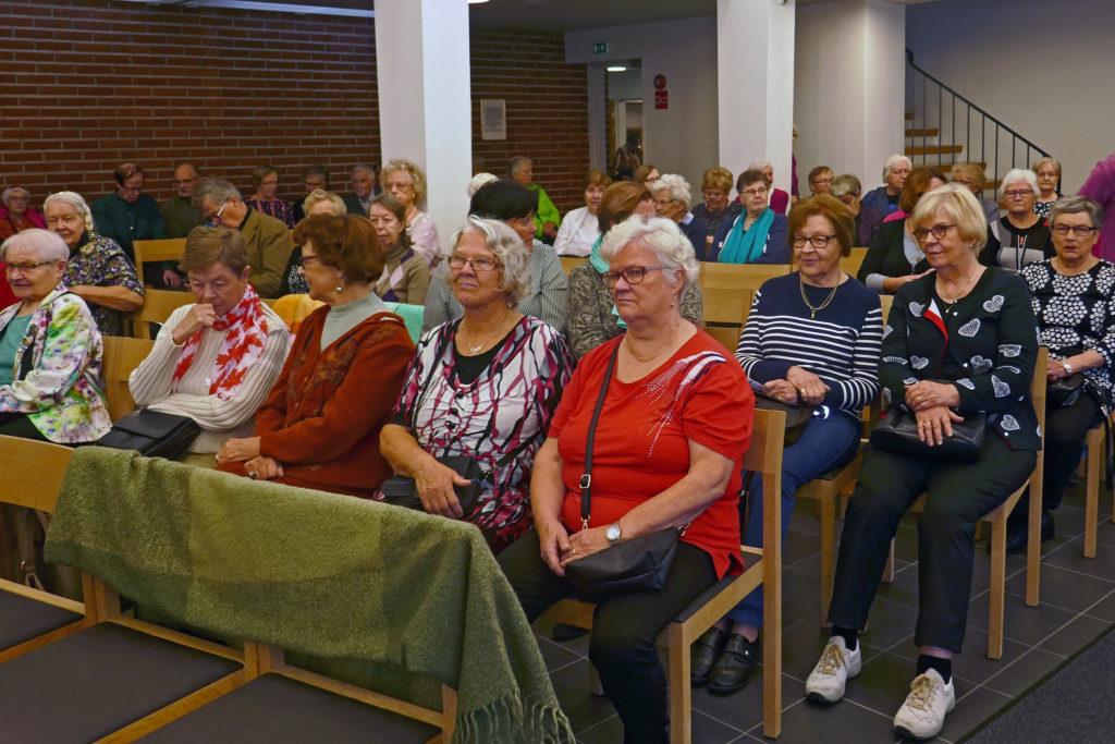 Vanhusten viikon tapahtuma Pitäjänmäen kirkossa lokakuussa 2018